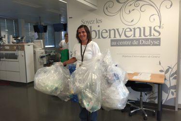 personne collectant les déchets recyclés